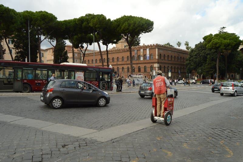 Rome Italien-Oktober 07, 2018, tillskyndare av bussen turnerar flygtur på flygtur av bussen turnerar personalen i Rome royaltyfria bilder