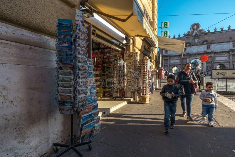 11/09/2018 - Rome Italien: söndag eftermiddag i centret, f royaltyfri fotografi