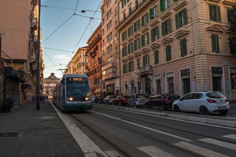 11/09/2018 - Rome Italien: söndag eftermiddag i centret, r royaltyfria foton