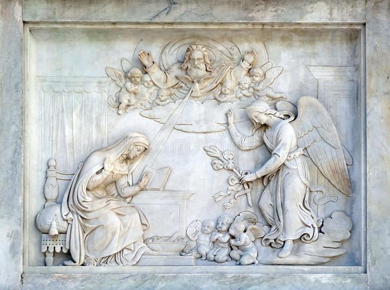 Rome Italien - September 02: Förklaring av den jungfruliga Maryen på kolonnen av den obefläckade befruktningen på piazza Mignanel fotografering för bildbyråer