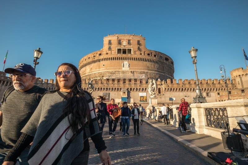 11/09/2018 - Rome Italien: Solnedgångsikt av Castel Sant 'angelo från fotografering för bildbyråer