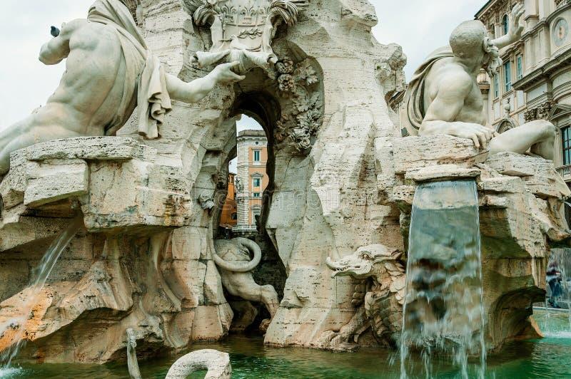 ROME ITALY-OCTOBER 12,2012: Fontain av de fyra floderna royaltyfri foto