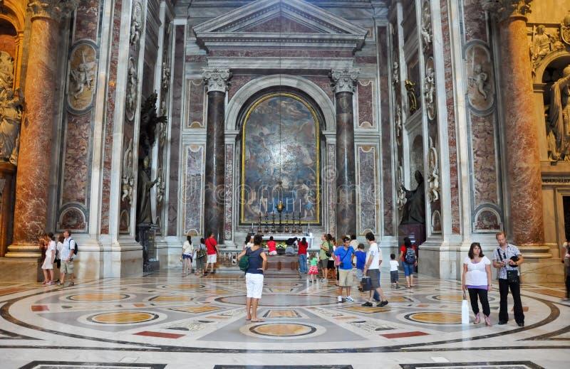 ROME 19 JUILLET : Intérieur de la basilique de St Peter le 19 août 2013 à Ville du Vatican. Rome. photos libres de droits