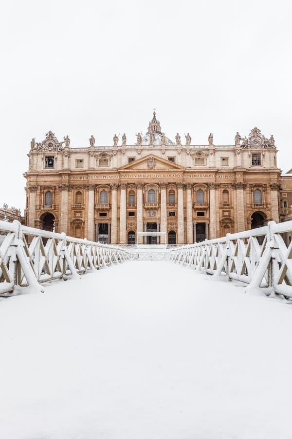 Rome med snö, fyrkant Vatican City för piazzaSan Pietro St Peter ` s arkivfoton