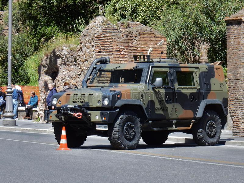 Rome - militär lastbil arkivfoton