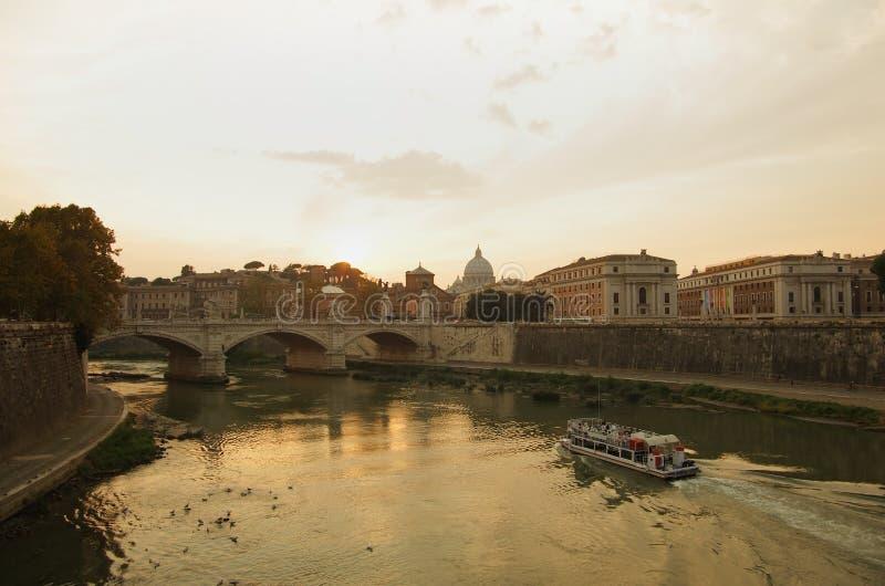 Rome op zonsondergang stock afbeelding