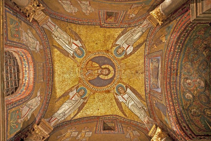 Rome - oud mozaïek van dak van zijkapel van de kerk van Prassede van de Kerstman stock afbeelding