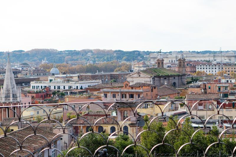 Rome panoramautsikt från villan Borghese, Italien royaltyfri bild