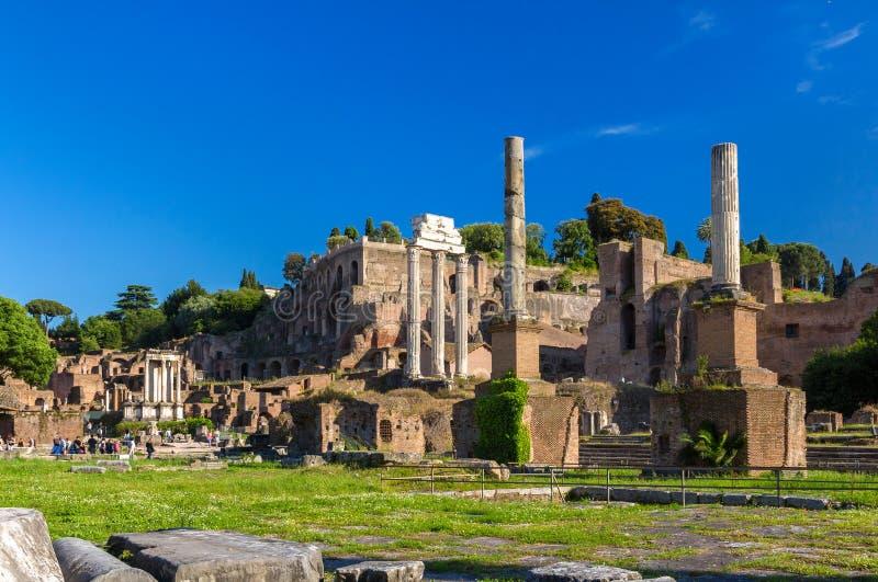 Rome: Ruïnes van het Forum, Italië stock fotografie