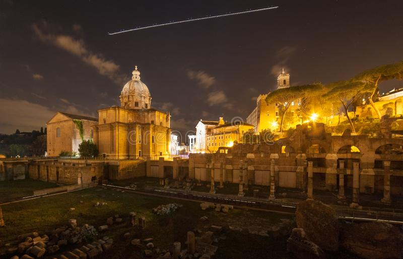 Rome 's nachts, een verschillend standpunt stock afbeelding