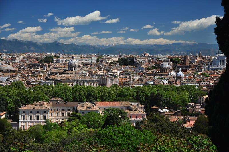 Rome som förbiser den gamla staden från den Gianicolo kullen arkivfoton