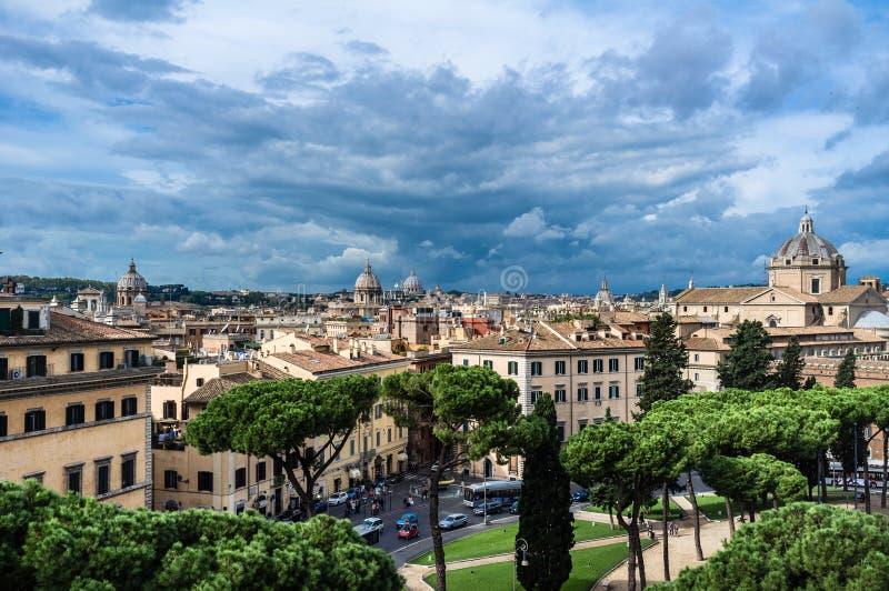 Rome stad för åskvädret, hög sikt arkivfoton