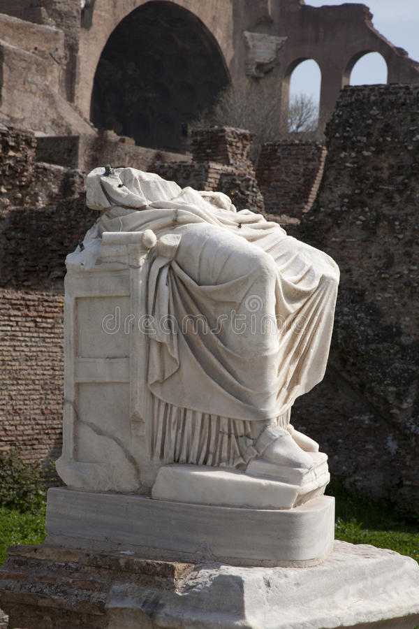Rome - standbeeld van Atrium Vestae in Forum Romanum royalty-vrije stock afbeelding