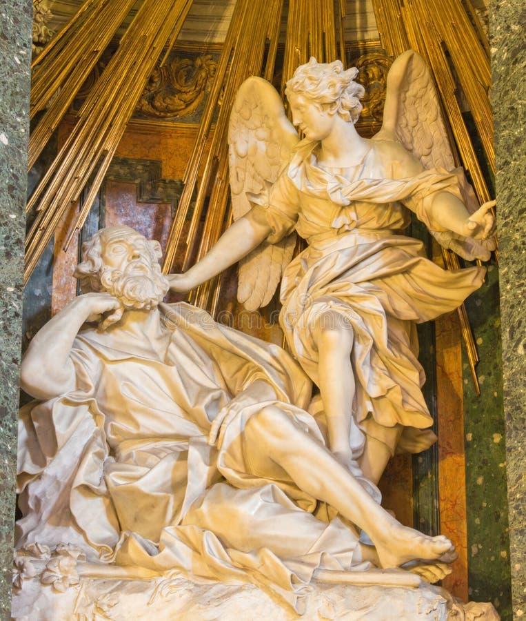Rome - statyn av syn av ängeln till St Joseph av Demenico Guidi (1600) i kyrkliga Chiesa di Santa Maria della Vittoria royaltyfria bilder