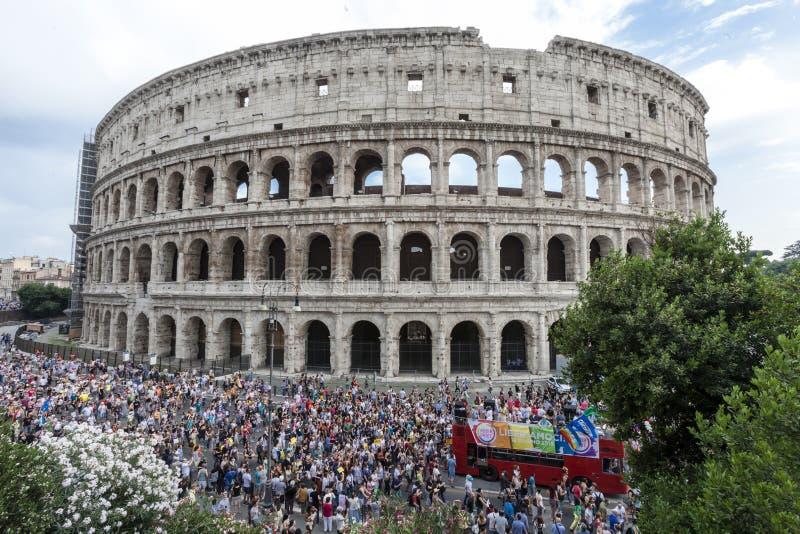 Rome stolthet 2015 - bögen Pride Italy - Colosseum arkivfoto