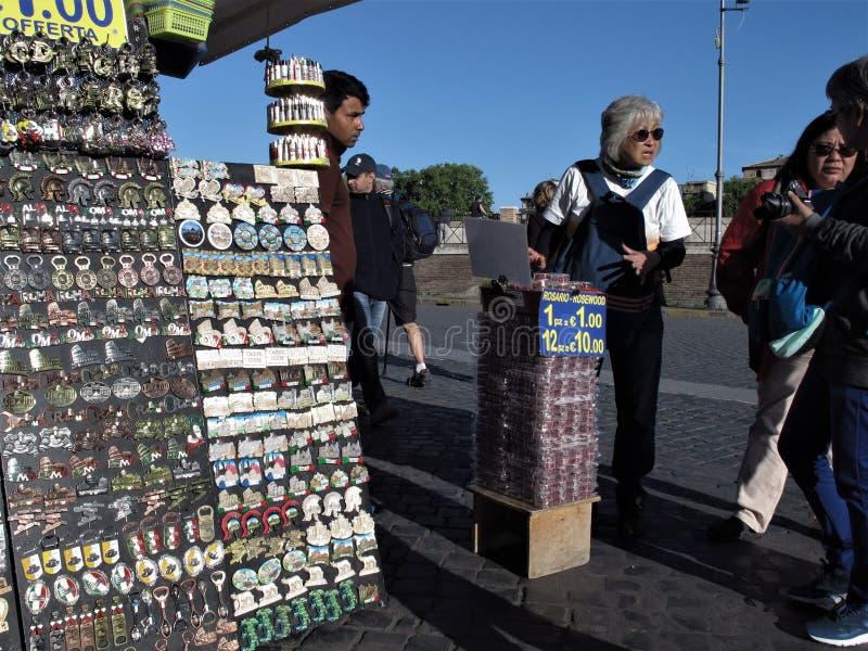 Rome till salu färgrika souvenir arkivfoton