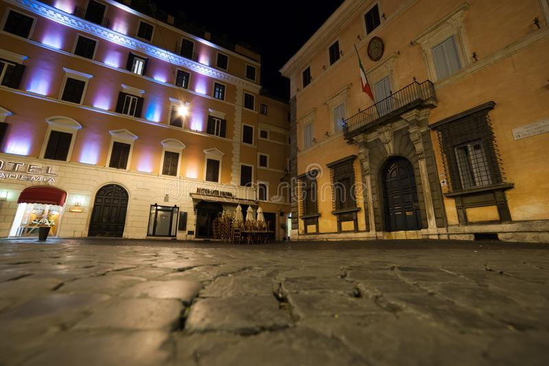 Rome vid natt, en olik punkt av sikten royaltyfria foton