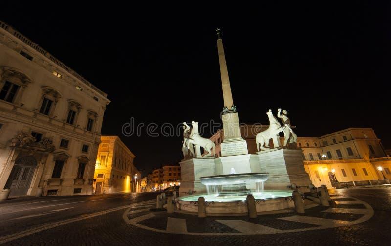 Rome vid natt, en olik punkt av sikten arkivbild