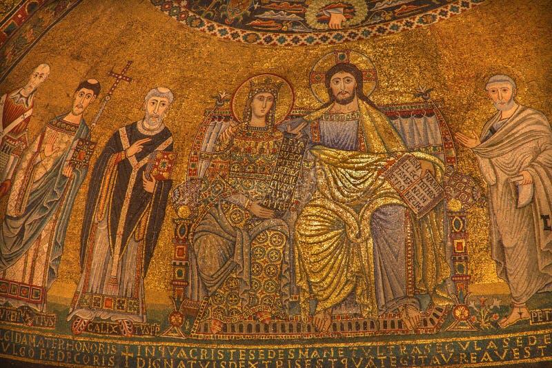 Rome - vieux couronnement de mosaïque de la Vierge de l'abside principale de Santa Maria dans Trastevere photos libres de droits