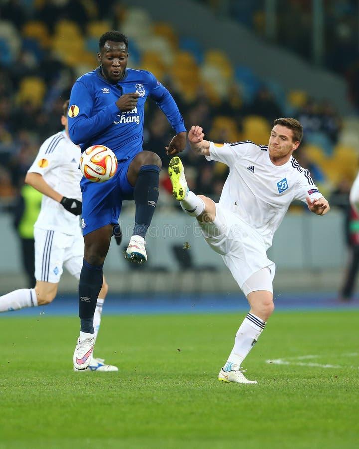 Romelu Lukaku en Antunes vecht voor bal, de Ligaronde van UEFA Europa van 16 tweede beengelijke tussen Dynamo en Everton royalty-vrije stock foto's