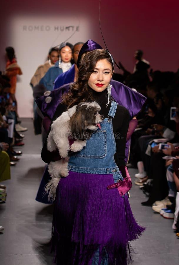 Romeo Hunte Men och för kvinnor FW19 landningsbanashow som delen av New York Fashion Week arkivbilder