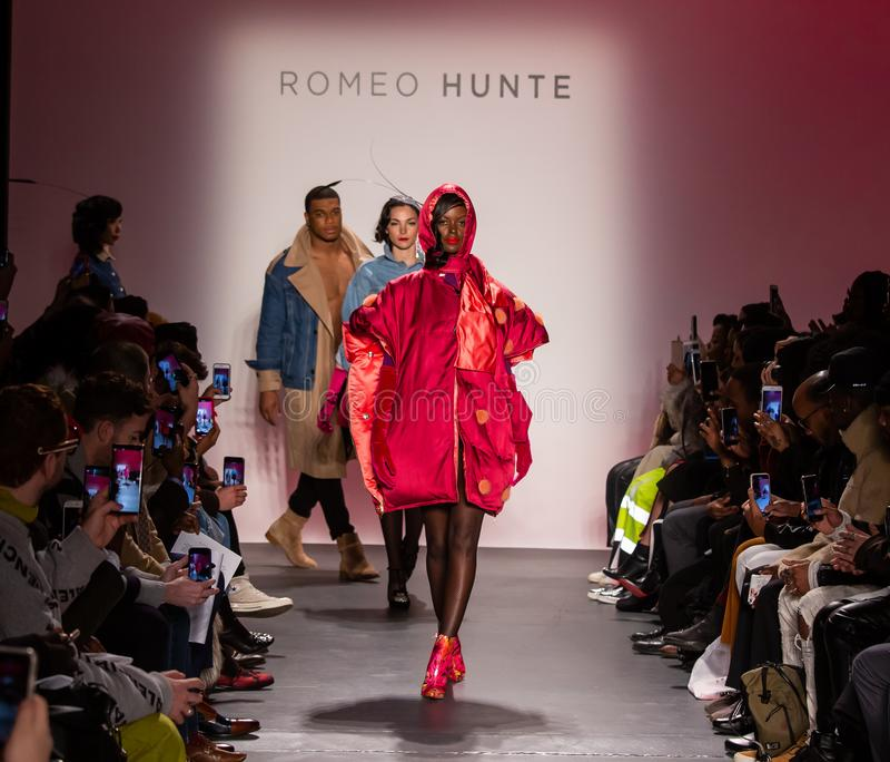 Romeo Hunte Men och för kvinnor FW19 landningsbanashow som delen av New York Fashion Week royaltyfri bild