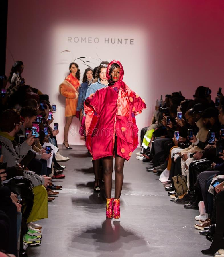 Romeo Hunte Men och för kvinnor FW19 landningsbanashow som delen av New York Fashion Week arkivbild