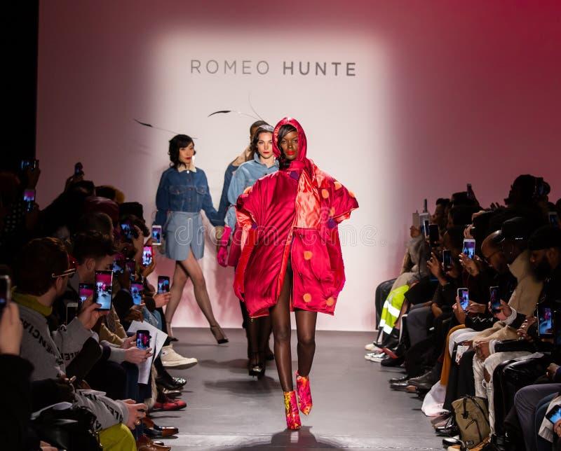 Romeo Hunte Men och för kvinnor FW19 landningsbanashow som delen av New York Fashion Week arkivfoton