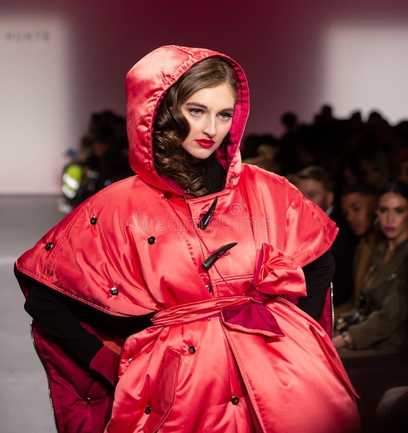Romeo Hunte Men och kvinnamodeshow som delen av New York Fashion Week arkivbild