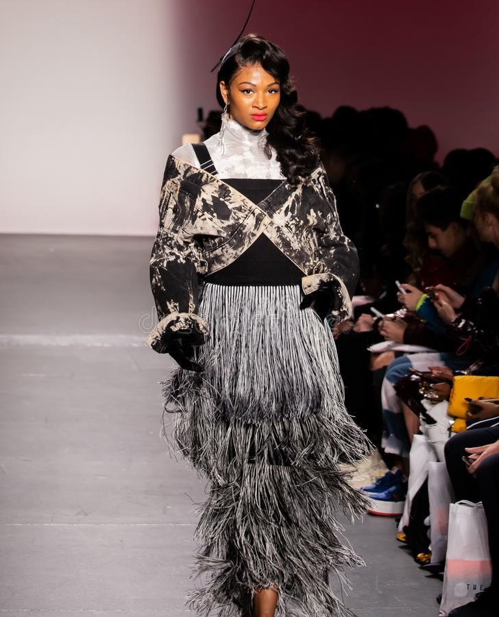Romeo Hunte Men och kvinnamodeshow som delen av New York Fashion Week arkivbilder