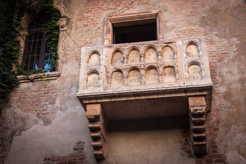Download Romeo I Juliet Balkon W Verona, Włochy Zdjęcie Stock - Obraz złożonej z romans, miłość: 28966546