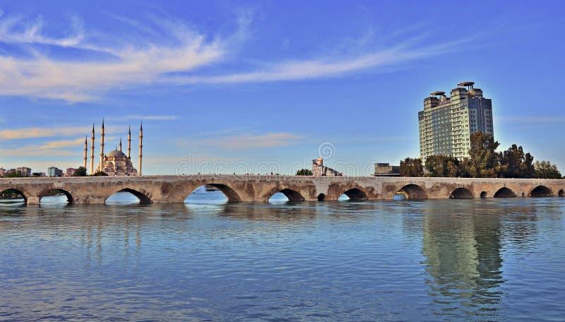 Romersk bro i Adana arkivbild