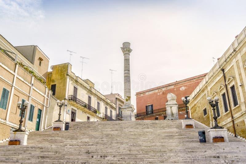 Romersk kolonn i centrum av Brindisi, södra Italien royaltyfria bilder