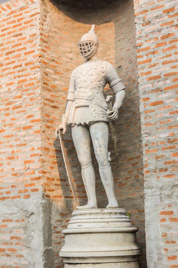 Romersk staty av en krigare royaltyfria bilder