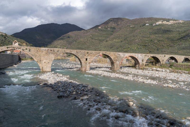 Romersk stenbro, Taggia, Liguria, Italien royaltyfri bild