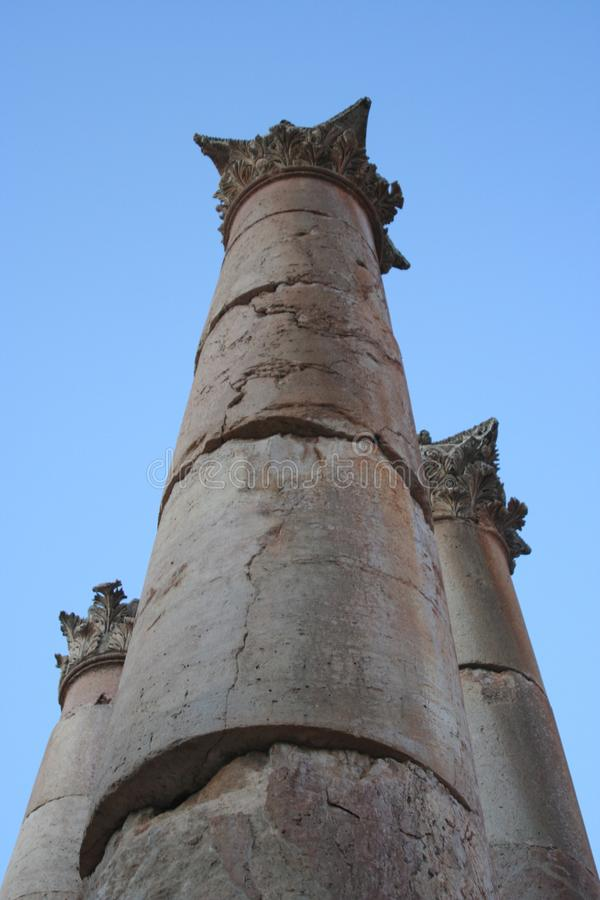 Romerska kolonner fördärvar i Jerash, Jordanien arkivfoto