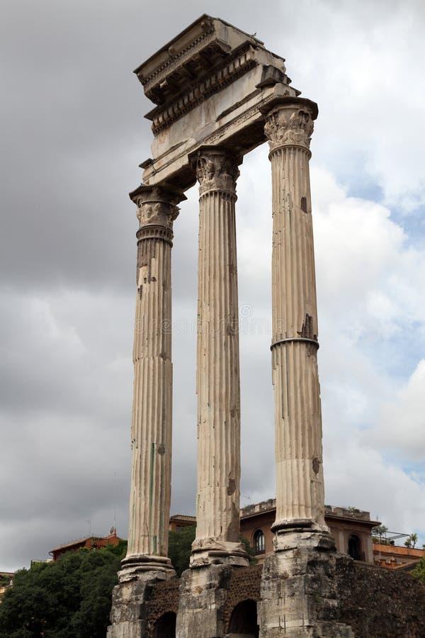 Romerskt fora i Rome, Italien royaltyfri foto