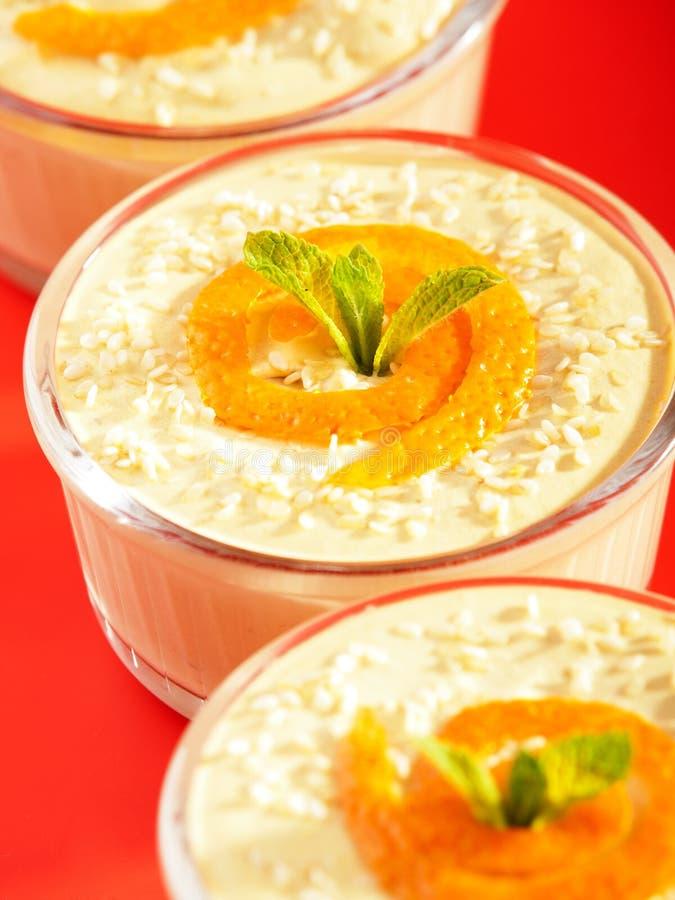 Romig Tahini-Dessert stock afbeeldingen