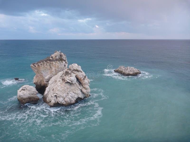 Romiou de tou de PETRA, lieu de naissance légendaire d'Aphrodite de déesse en Chypre photos libres de droits
