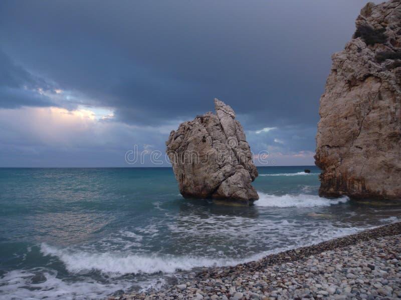 Romiou de tou de PETRA, lieu de naissance légendaire d'Aphrodite de déesse en Chypre images libres de droits
