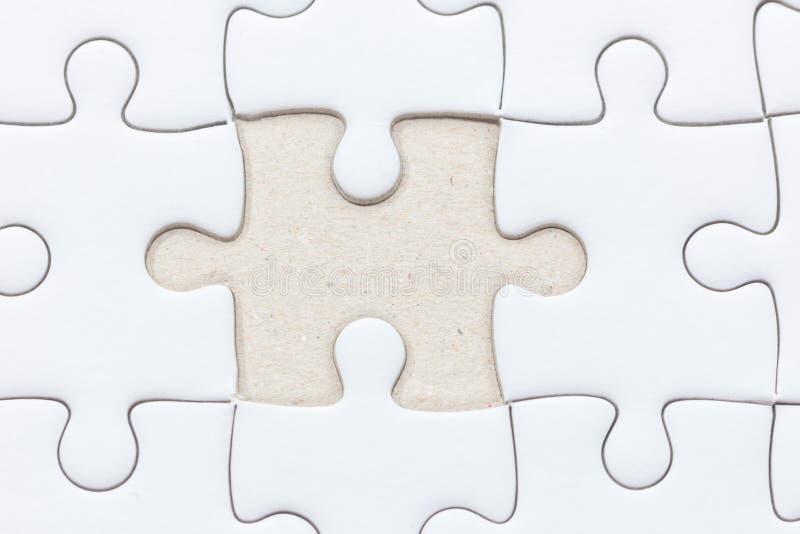 Rompecabezas blanco con el pedazo faltado imagen de archivo libre de regalías