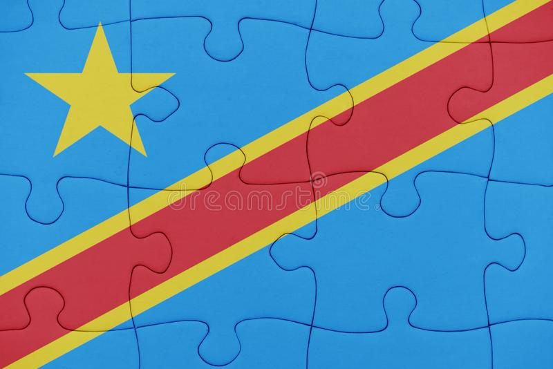 Rompecabezas con la bandera nacional de Rep?blica Democr?tica del Congo fotografía de archivo libre de regalías