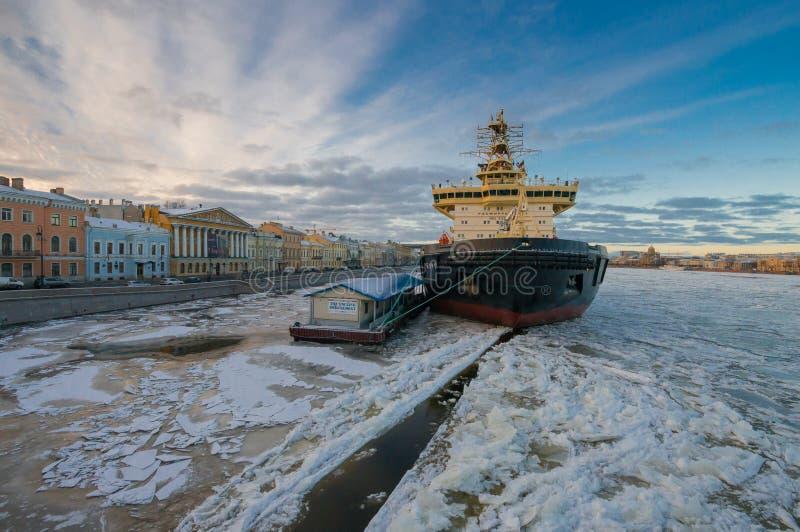 Rompighiaccio St Petersburg immagine stock libera da diritti