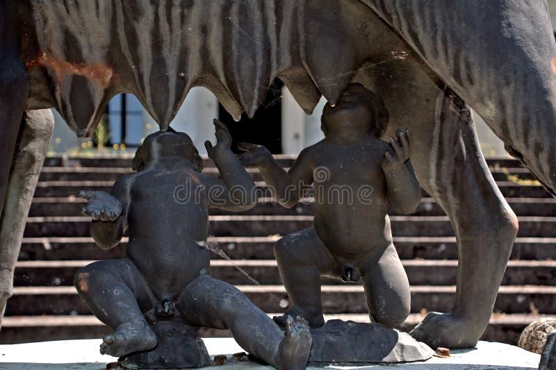 Romulus und Remus an Bolza-Schloss, Szarvas, Ungarn lizenzfreie stockbilder