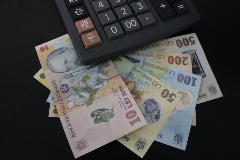 RON纸币和计算器的特写 免版税图库摄影