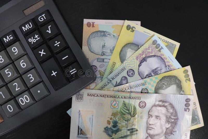 RON纸币和计算器的特写 库存照片