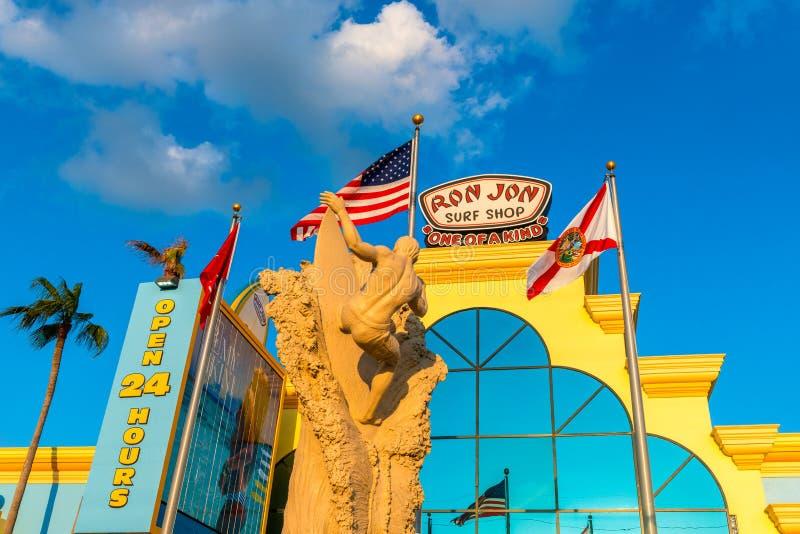 Ron Jon Surf Shop na praia Florida do cacau foto de stock royalty free