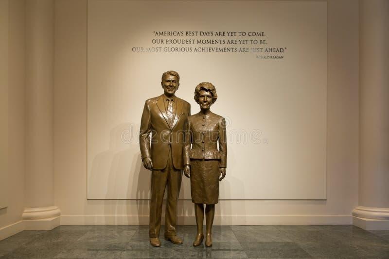 Ronald Reagan και αγάλματα Nacy Reagan στη βιβλιοθήκη του Reagan στοκ φωτογραφία με δικαίωμα ελεύθερης χρήσης
