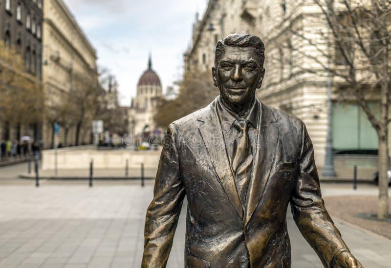 Ronald Reagan Statue em Budapest fotos de stock royalty free