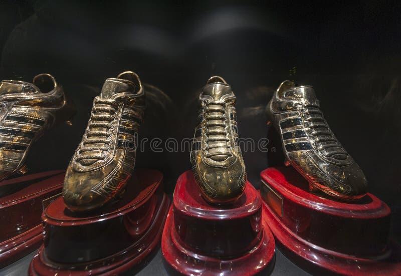 Ronaldos goldene Stiefel in Real Madrid-Museum lizenzfreie stockfotografie